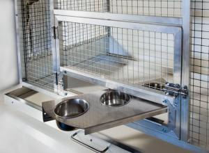 Gelaste aluminium kweekkooi met voederplateau met 3 voederbakken